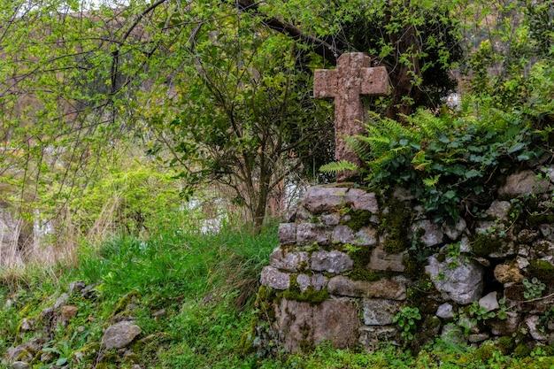 Starożytny kamienny krzyż