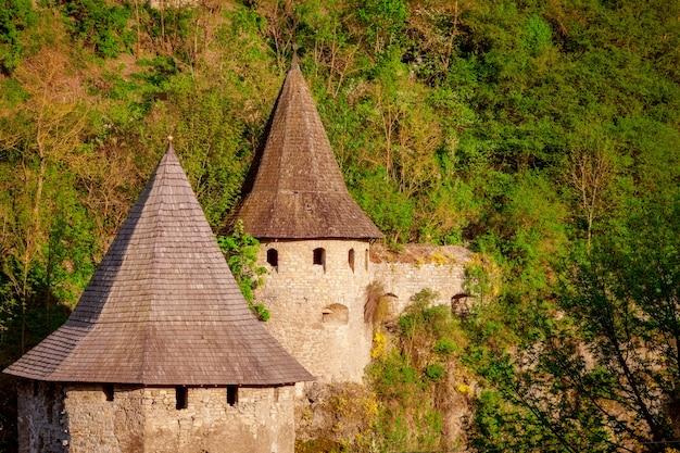 Starożytny kamienny zamek.