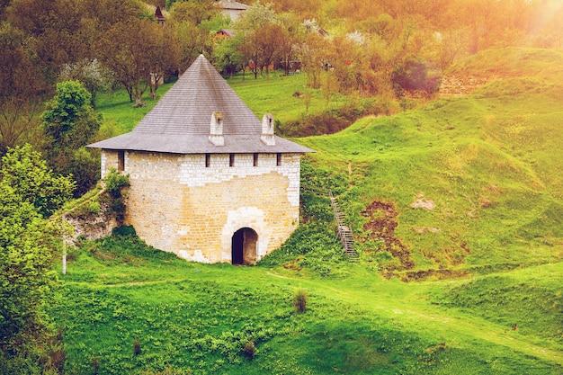 Starożytny kamienny zamek