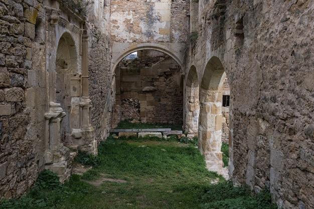 Starożytny klasztor santa maria de rioseco. burgos hiszpania.