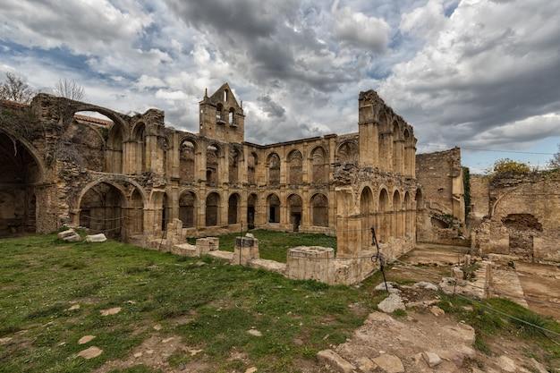 Starożytny klasztor santa maria de rioseco.