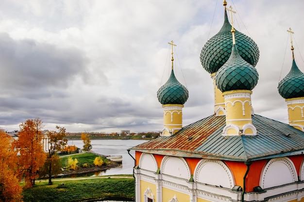 Starożytny kościół chrześcijański jesienią