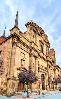 Starożytny kościół santa maria w alcala de henares niedaleko madrytu, hiszpania