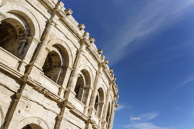 Starożytny rzymski amfiteatr w nimes we francji