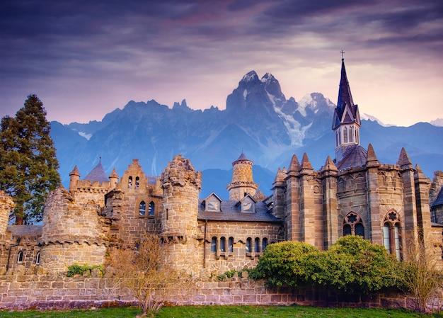 Starożytny zamek. fantastyczne widoki na piękno świata. niemcy