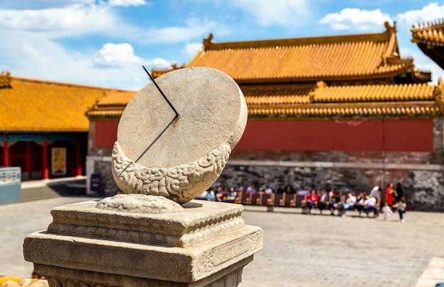 Starożytny zegar słoneczny w zakazanym mieście - pekin, chiny