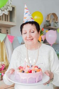 Starsi ludzie świętuje urodziny