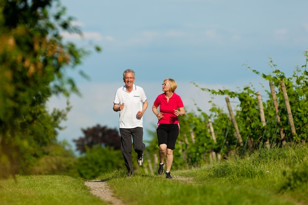 Starsza para jogging dla sporta