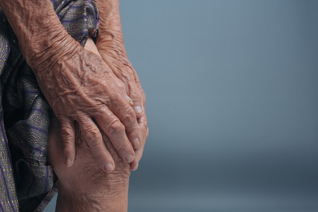 Starsze kobiety z bólem.