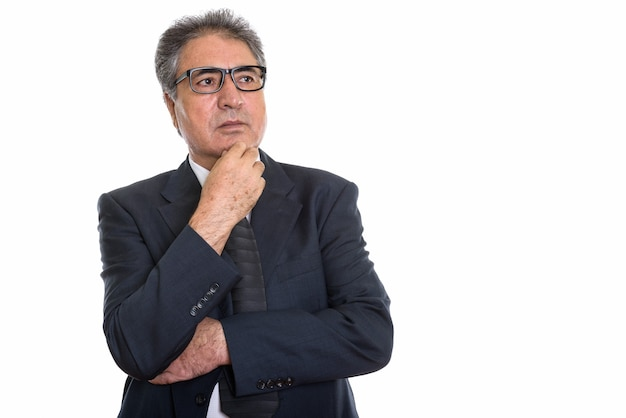 Starszy biznesmen perski myśli i patrząc na copyspace