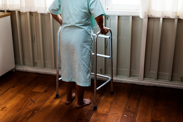 Starszy pacjent w szpitalu