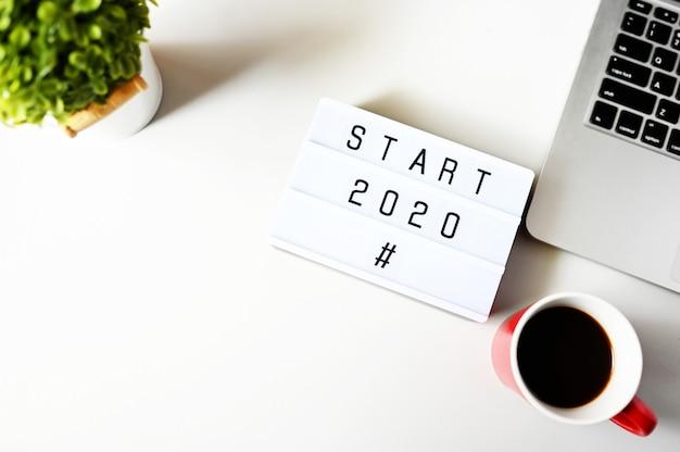 Start 2020 na biurku