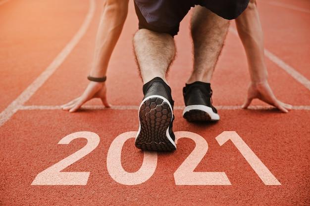 Start of man na bieżni start do planów na nowy rok cel successxa