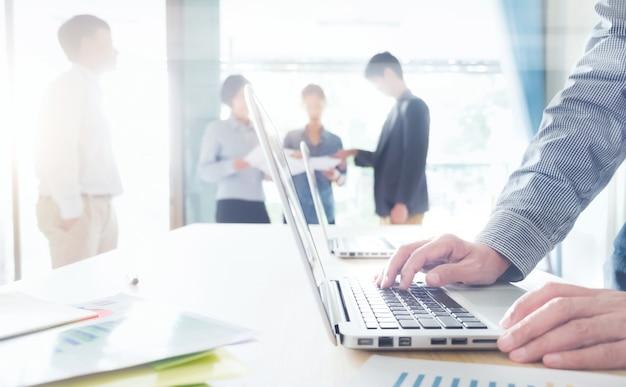 Start-upy biznesowe spotkanie zespołowe