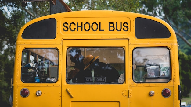 Stary autobus szkolny