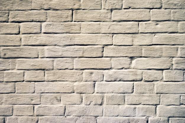 Stary biały mur z cegły