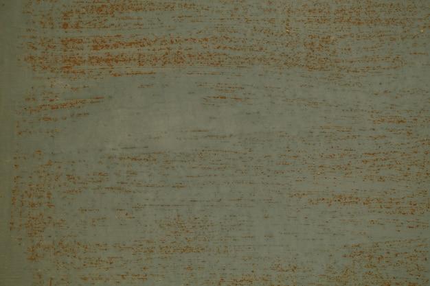 Stary brudny szary tekstura tło ściany z poziomymi pociągnięciami pędzla pokazujący kolor poniżej