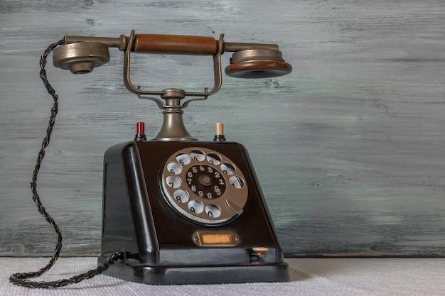 Stary czarny telefon