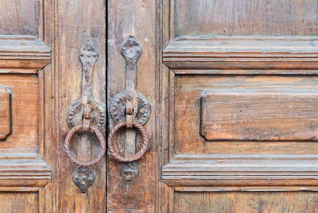 Stary drewniany dom drzwi brązowy