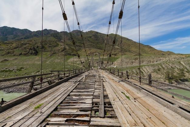 Stary drewniany most