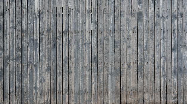 Stary drewniany ogrodzenie z wietrzejącą farbą jako tło