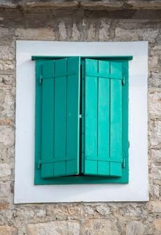 Stary drewniany okno przy korcula, chorwacja