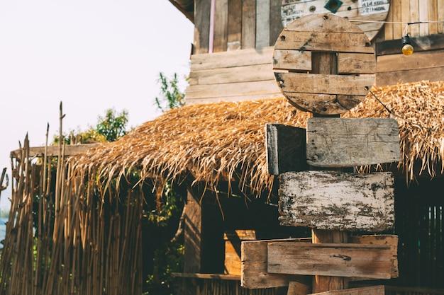 Stary drewniany szyldowy pusty rocznik