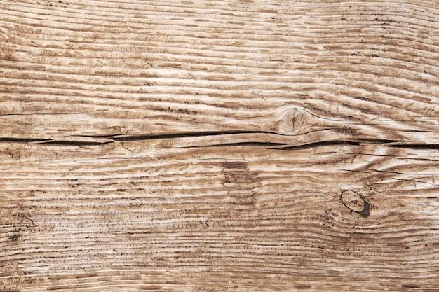 Stary drewno ściany koszt stały zakończenie up strzela. grunge ciemna drewniana ściana z starym szorstkim drewnem. kolor szaro-brązowy. styl rustykalny. zamyka w górę fotografii z budynku. ustaw ostrość w całym kadrze