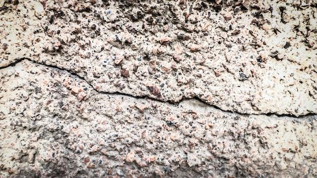 Stary kamienny mur z pęknięciem. tekstura do projektowania