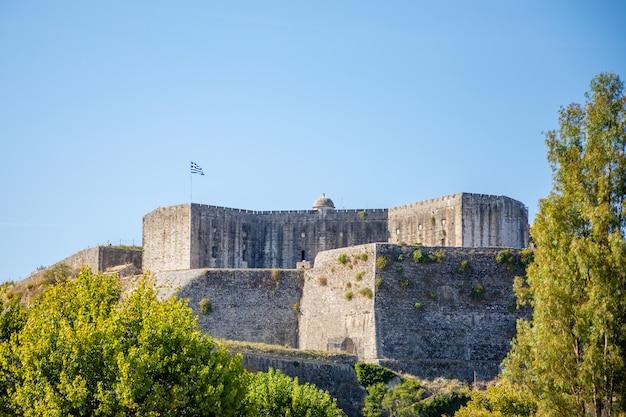 Stary kasztel w miasteczku corfu, ionian wyspy, grecja