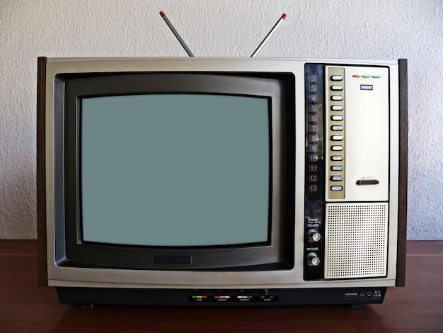 Stary kolorowy telewizor