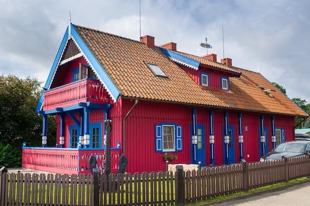 Stary litewski tradycyjny drewniany dom w nidzie