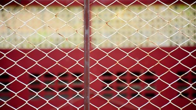Stary metalowy drut klatki w więzieniu
