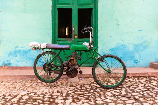 Stary motocykl, trinidad