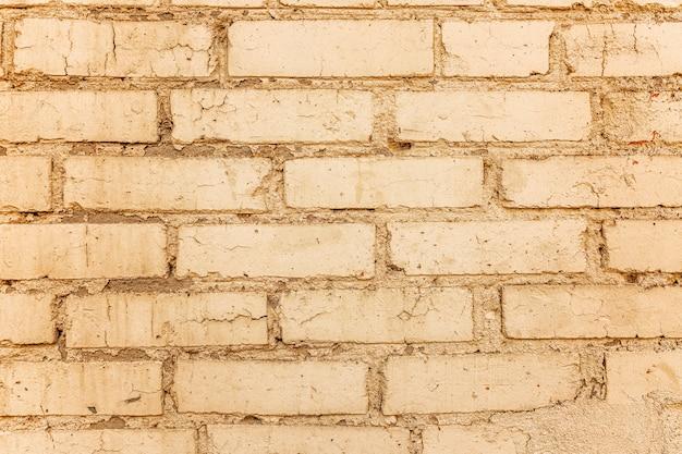 Stary mur z cegły beżowy. zbliżenie. przestrzenie i tekstury. miejsce na tekst.