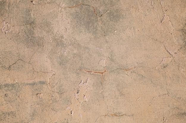 Stary mur z zadrapaniami i pęknięciami