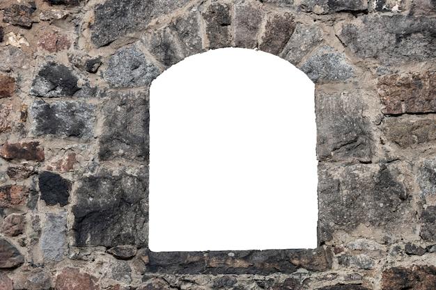 Stary mur ze starych cegieł z otworem pośrodku. na białym tle. rama grunge. rama pozioma. zdjęcie wysokiej jakości