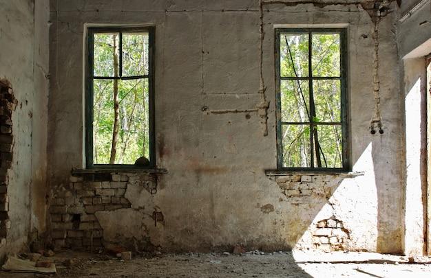 Stary opuszczony dom wewnątrz hdr