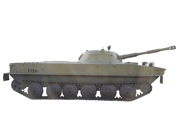 Stary radziecki czołg w kolorze oliwkowym sfotografowany z boku na białym tle z wycinek