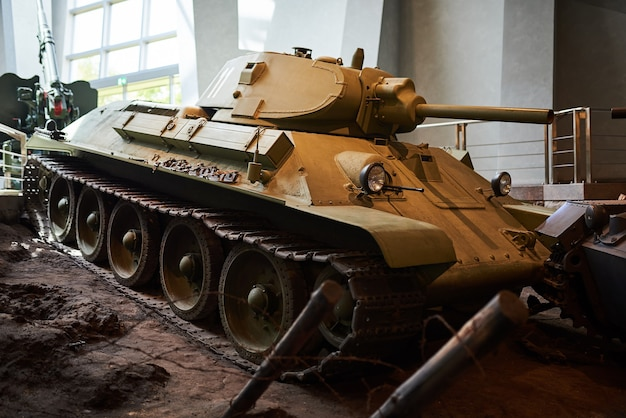 Stary radziecki czołg z ii wojny światowej