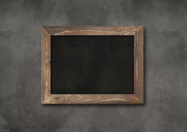 Stary rustykalny czarny deska na białym tle na ciemnym tle betonu. pusty poziomy makieta szablon