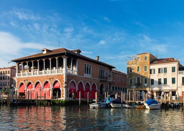 Stary rynek na canal grande, wenecja, włochy