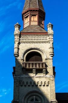 Stary symbol religijny wieża