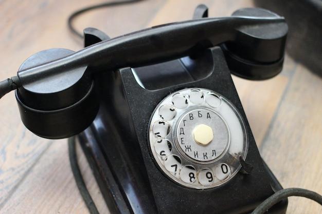 Stary telefon retro czarny zbliżenie
