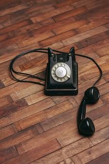 Stary telefon retro w stylu klasycznym antyczna technologia komunikacji