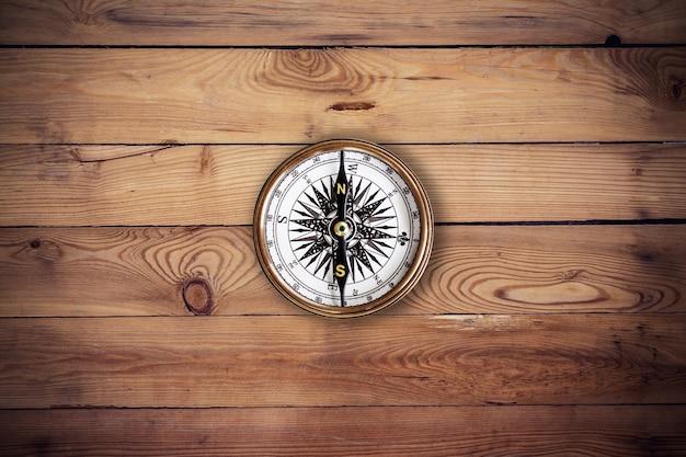 Stary tło drewna kompas i tekstury z miejsca