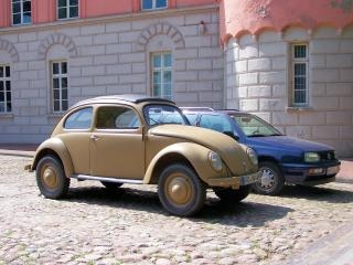 Stary volkswagen beetle z 2 wojny światowej