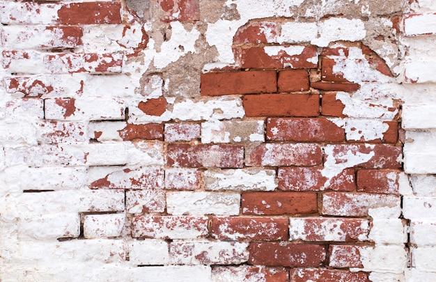 Stary wyblakły mur z cegły