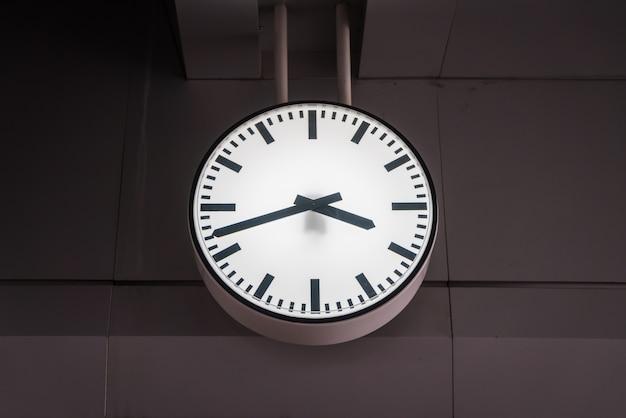 Stary zabytkowy zegar.