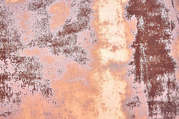Stary zardzewiały brązowy zardzewiały terakota miedzi zardzewiałe tło z chropowatej tekstury wielobarwne włączenia barwiona, gruboziarnista ziarnista powierzchnia.